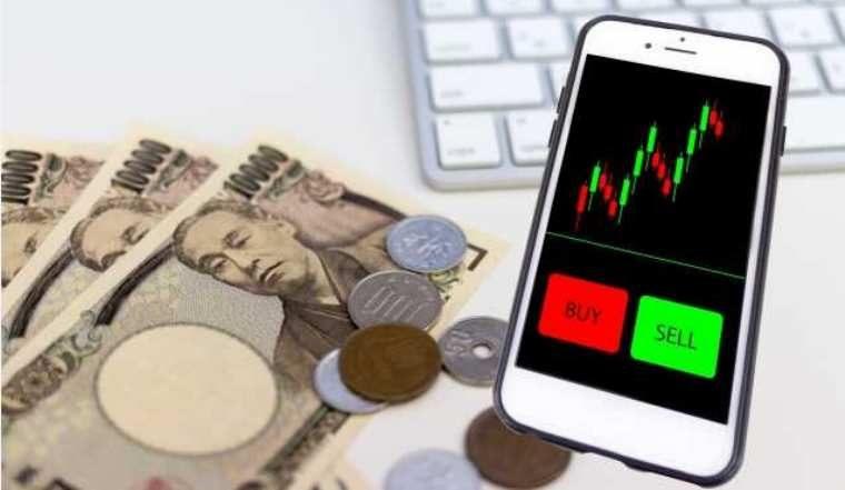 スマホやパソコンで株取引ができるオンライントレードについて解説